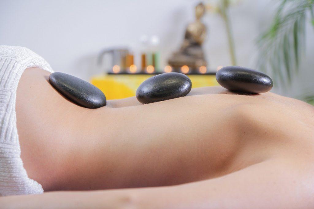 massage du monde - patricia alvarez - pierre chaude